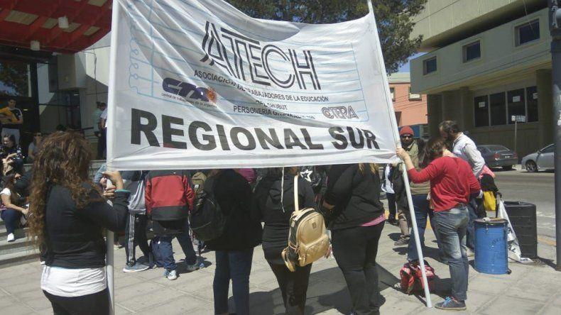 Docentes realizaron una radio abierta en Güemes y San Martín y advirtieron que pueden no comenzar el ciclo lectivo 2020.