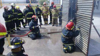 Bomberos de Comodoro se capacitaron en control de incendio en edificios