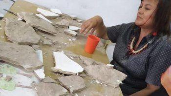 Se cayó el techo de un aula sobre una docente y dos alumnos