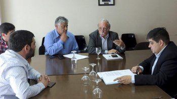 El presidente del Consejo Agrario Provincial, Javier de Urquiza, se reunió ayer con varios diputados, entre ellos Carlos Santi, Matías Bezi y Claudio García.