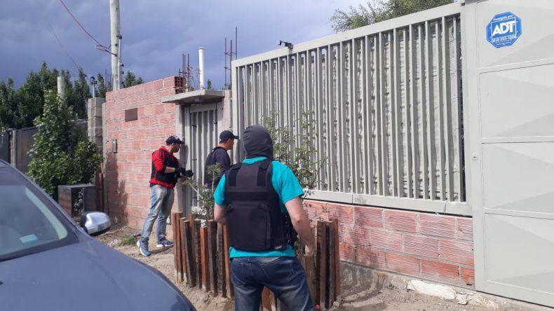 Balearon una vivienda en el Quirno Costa y hubo dos allanamientos