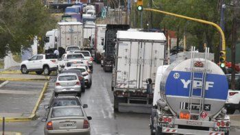 Por segundo día consecutivo los trabajadores municipales bloquearon el acceso norte. La medida de fuerza duró seis horas y generó el congestionamiento de la flota pesada en la zona urbana y en ruta abierta.