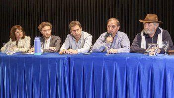 El intendente Carlos Linares encabezó el acto licitatorio que se realizó ayer en el Centro Cultural.
