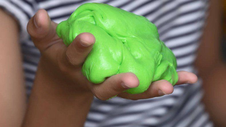 Advierte los peligros del popular juguete de gelatina slime