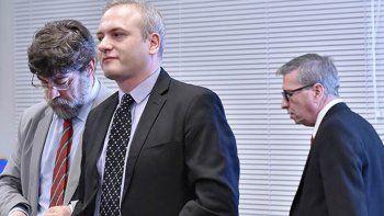 Alesi junto a su abogado defensor en la frustrada audiencia del viernes.