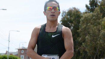 el atleta joaquin arbe brillo en la corrida atletica luis rey