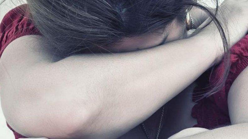 La raptaron y violaron entre cuatro jóvenes al salir de un egreso