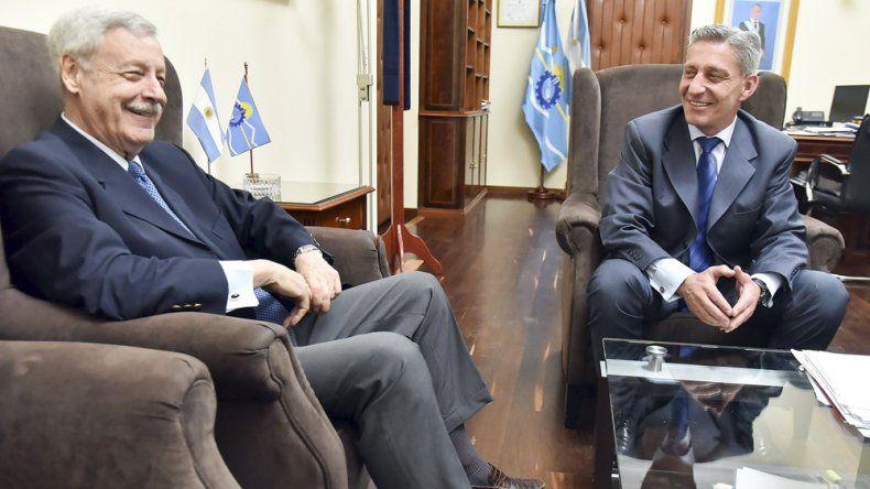 Arcioni restringió sus actividades de ayer a la Casa de Gobierno. Mantuvo una reunión con el exgobernador José Luis Lizurume.