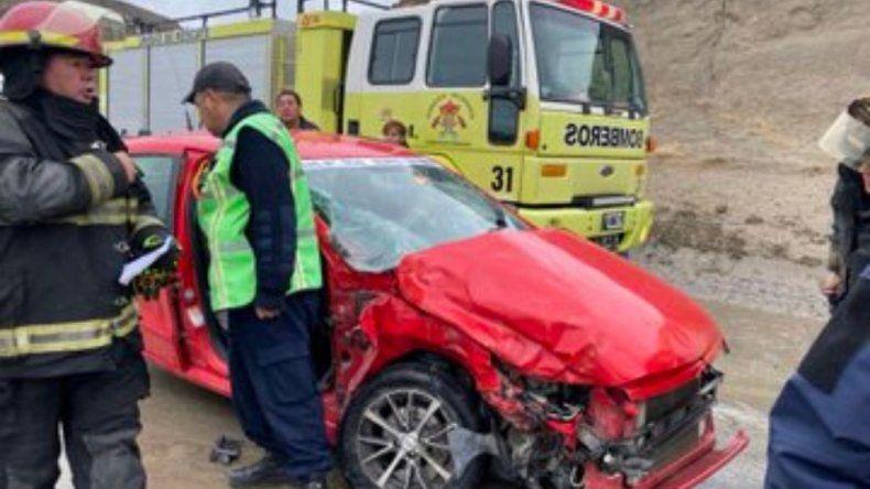 Murió el remisero que sufrió un accidente en Camino Centenario en medio del temporal