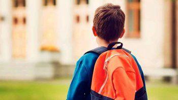 La demandó por no ponerse de acuerdo con su ex sobre la escuela a la que iría su hijo