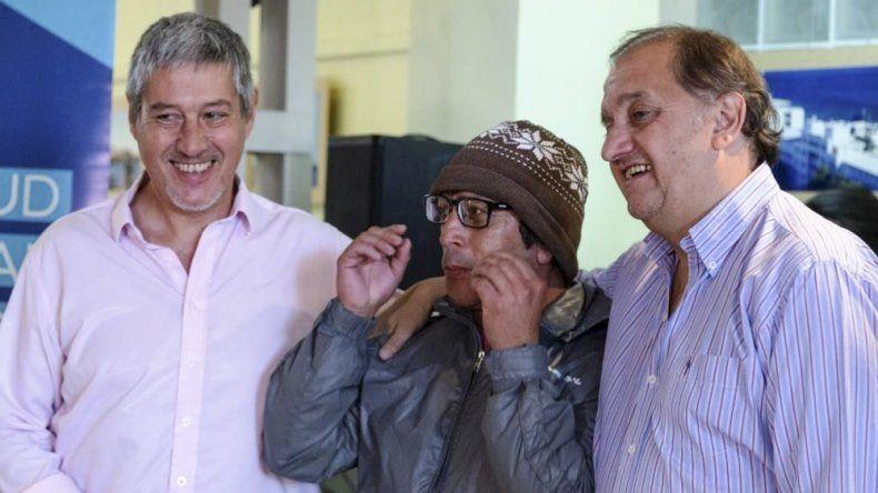Carlos Linares y Carlos Catalá durante una de las jornadas solidarias de entrega de anteojos.