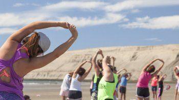 yoga al aire libre en rada tilly