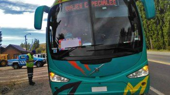 tres micros chilenos que trasladaban estudiantes fueron retenidos