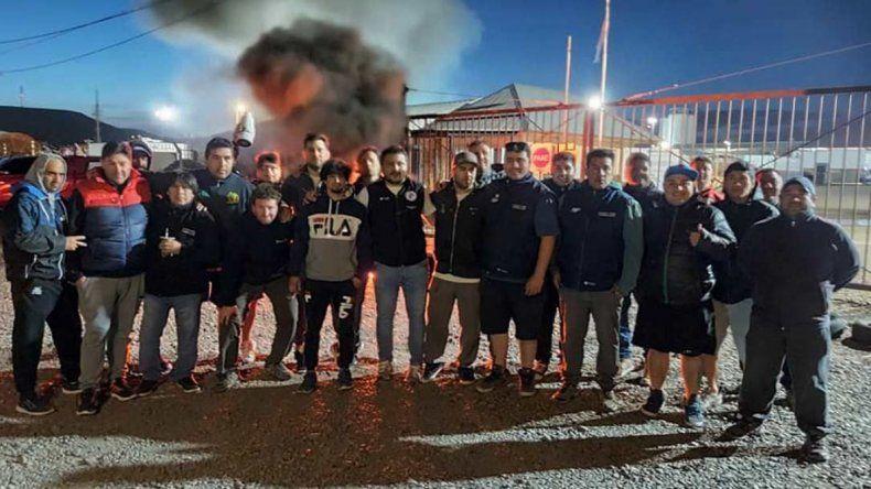 Durante la última semana estalló un conflicto laboral en la empresa contratista San Antonio Internacional. Sus trabajadores bloquearon bases operativas en Cañadón Seco
