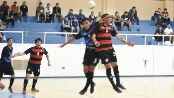 Flamengo derrotó 6-2 a Transportes Caamaño por una de las semifinales de ida que se jugaron el miércoles en el gimnasio municipal 1.