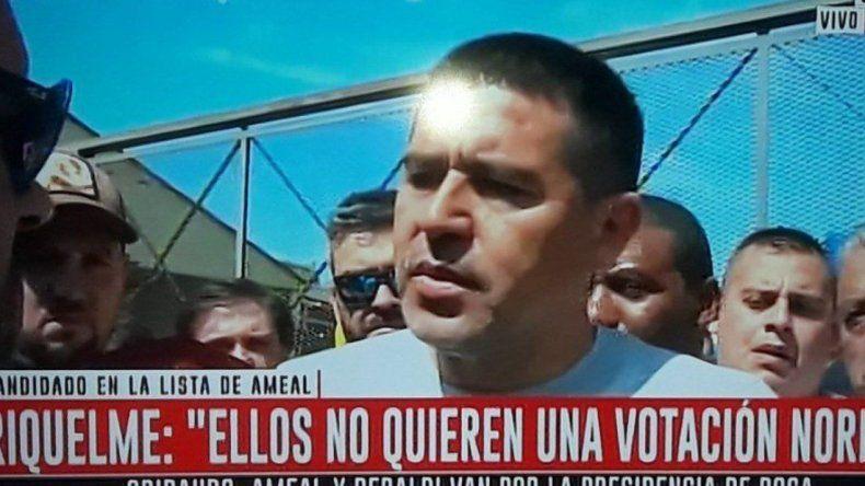 Riquelme denuncia irregularidades y exige la presencia de Macri
