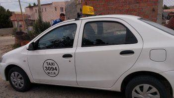 robaron un taxi y lo abandonaron