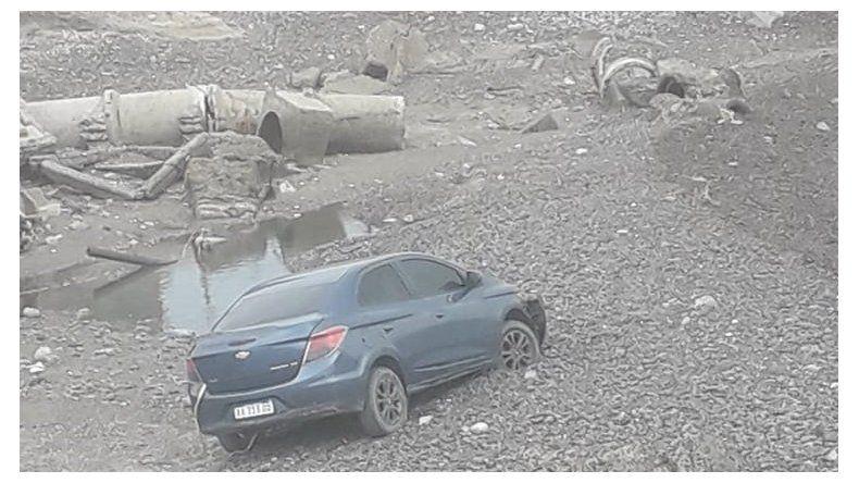 Un auto sin ocupantes cayó en un barranco en Km 5