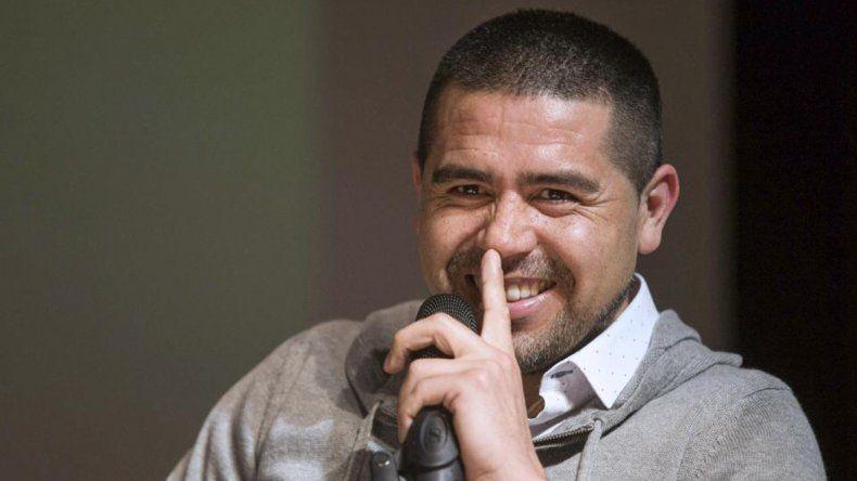 Riquelme piensa en el nuevo DT, en los refuerzos y en la continuidad de Tevez
