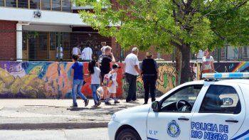 por una explosion en una escuela hay tres porteros hospitalizados