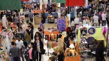 el centro cultural invita a una feria navidena  de artesanos y disenadores