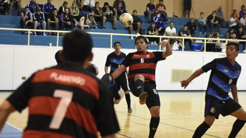 Flamengo viene de eliminar a Transporte Caamaño en semifinales.