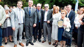 Juan Pablo Luque y Mariano Arcioni encabezaron el acto central por el Día del Petróleo ayer en el Centro de Jubilados de YPF.