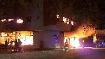 el incendio destruyo una distribuidora mayorista