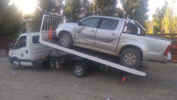 Hallan una camioneta abandonada en Los Tres Pinos