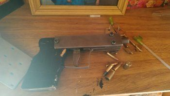 La sofisticada arma artesanal que incautó ayer la policía en el barrio Máximo Abásolo.