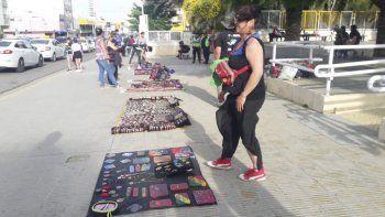Un grupo de artesanos autoconvocados presentará un proyecto para crear un paseo céntrico donde vender sus producciones todos los días.