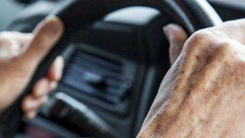 Jubilados renovarán su carnet de conducir en forma gratuita