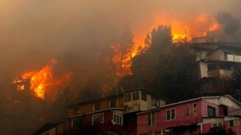 Devastadores incendios: alguien quiere ver destruido Valparaíso