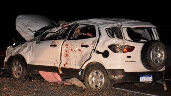 La Ford EcoSport quedó seriamente dañada y el aplastamiento del techo causó la muerte de su conductor.