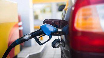 El Gobierno frenó la suba de los combustibles de YPF