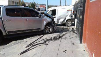 Conducía alcoholizado y chocó tres automóviles en la comisaría