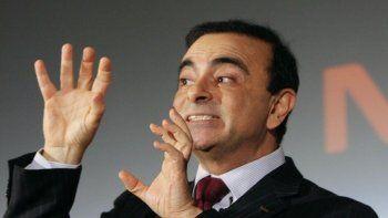 El ex CEO de Renault-Nissan en Japón se escapó del país en un estuche de contrabajo