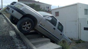 Una camioneta casi se incrusta en una casa del barrio Moure