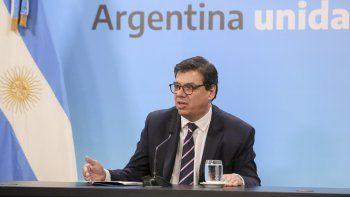 El ministro de Trabajo, Claudio Moroni, al anunciar el viernes la medida que ayer se oficializó en el Boletín Oficial.