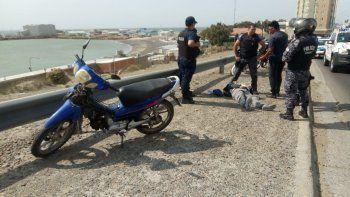 Un motociclista sufrió un accidente por el viento