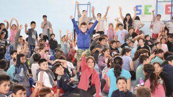 Los chicos ya viven a pleno las colonias deportivas en Comodoro Rivadavia.