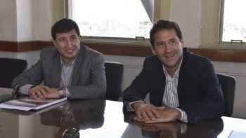 Daniel Arroyo y Juan Pablo Luque durante el encuentro que mantuvieron en Buenos Aires, donde el intendente comodorense se reunió con diversos representantes del Gabinete nacional.