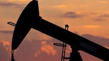 gremios petroleros en alerta por 1.800 suspensiones