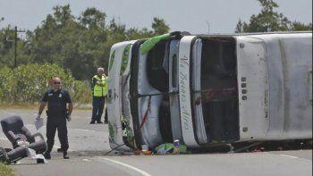 La reiteración de accidentes siembra dudas sobre la seguridad de los micros de doble piso en las rutas argentinas.
