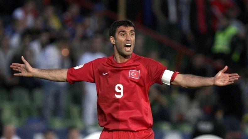 La leyenda del fútbol mundial que maneja un Uber y denuncia persecución política