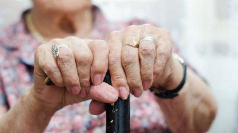 Mataron a golpes a una jubilada en su casa