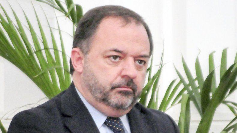 Eduardo Arzani no renovó contratos. Es el primer funcionario de Arcioni que deja gente en la calle.