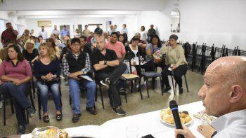 El intendente Fernando Cotillo atendió numerosos requerimientos de dirigentes vecinales en la reunión que se celebró el jueves.