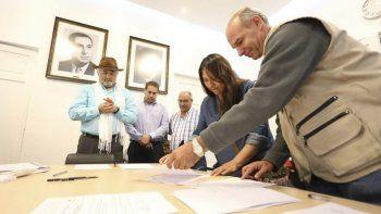La firma del convenio entre la Municipalidad de Comodoro Rivadavia y la Oficina de las Naciones Unidas de Servicios para Proyectos.