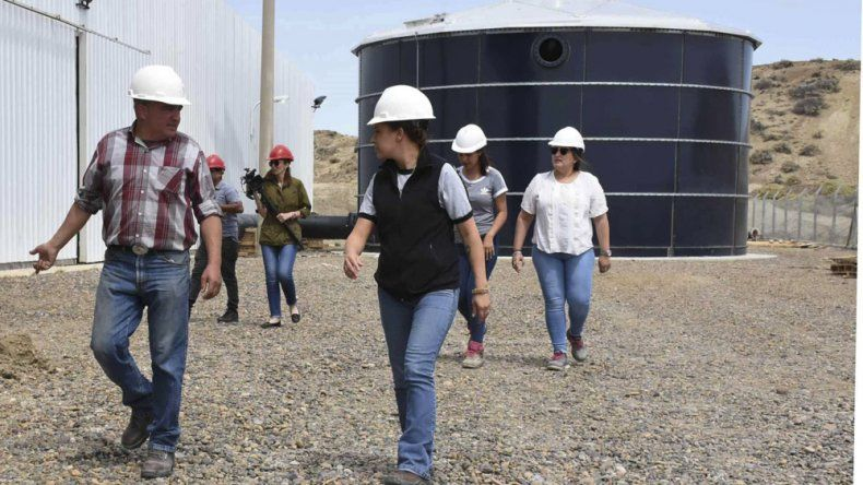 La comitiva de la Dirección Técnica del IDUV que arribó desde Río Gallegos inspeccionó el avance de obras en la Planta de Osmosis Inversa.
